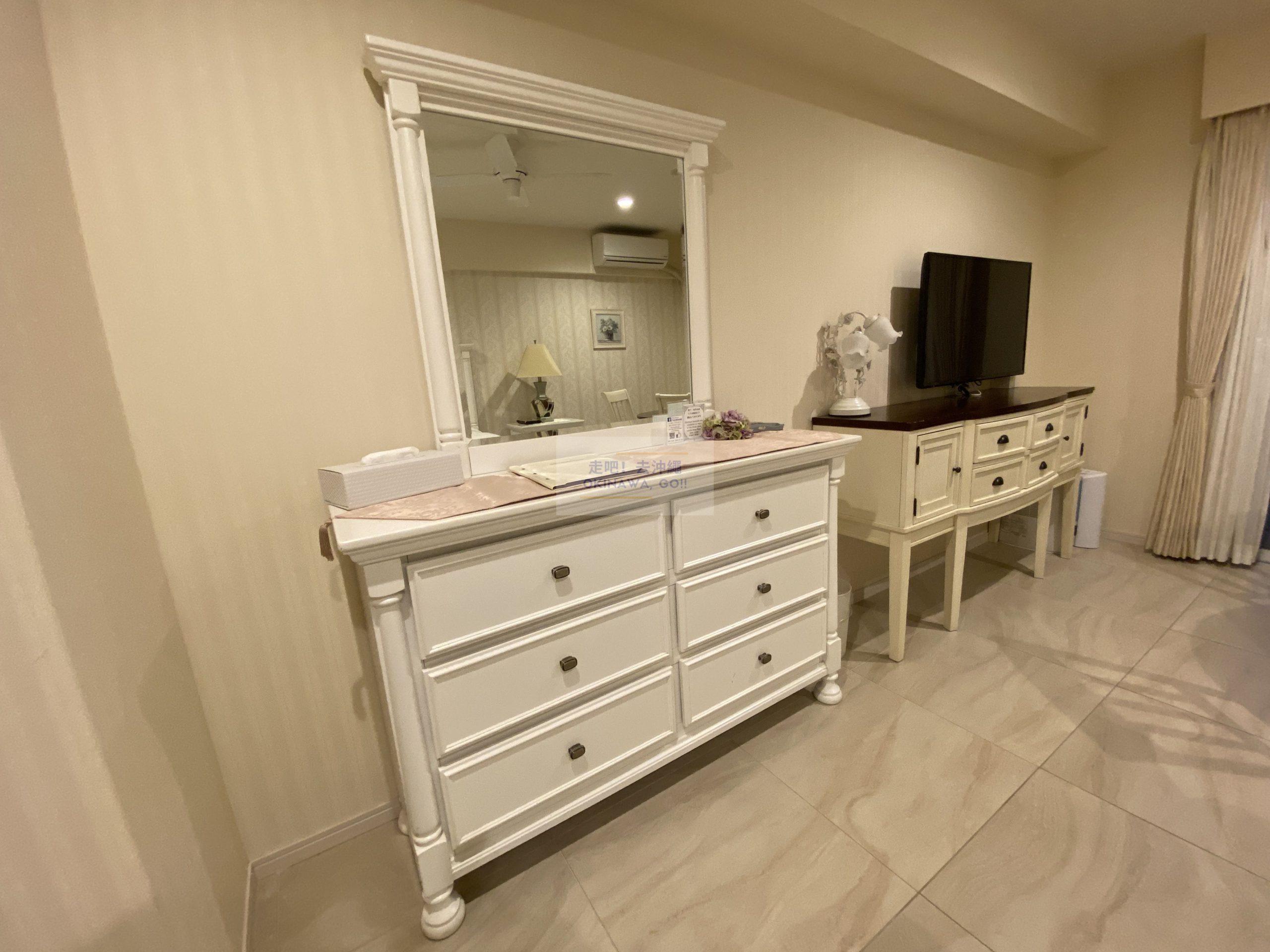 Wisteria公寓度假村-鏡子、電視櫃