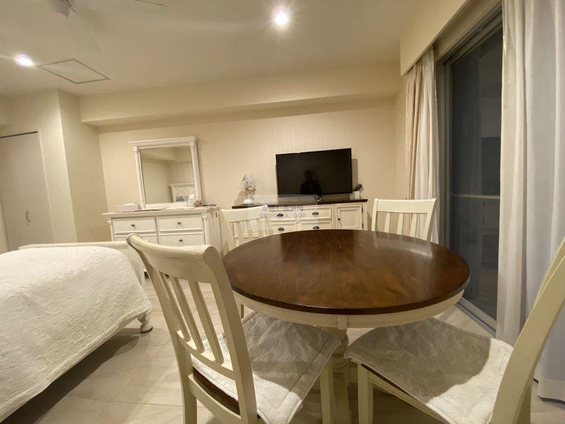 Wisteria公寓度假村-餐桌