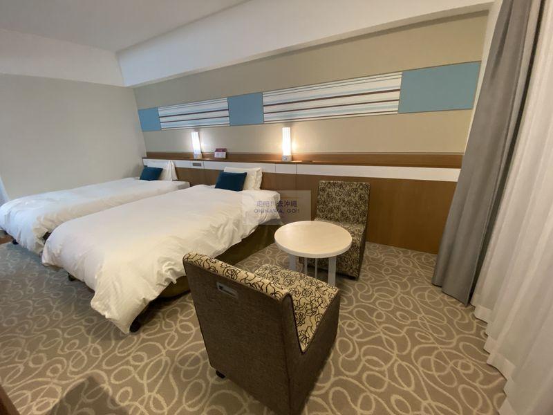 Vessel Hotel Campana Okinawa飯店開箱評價-沙發區
