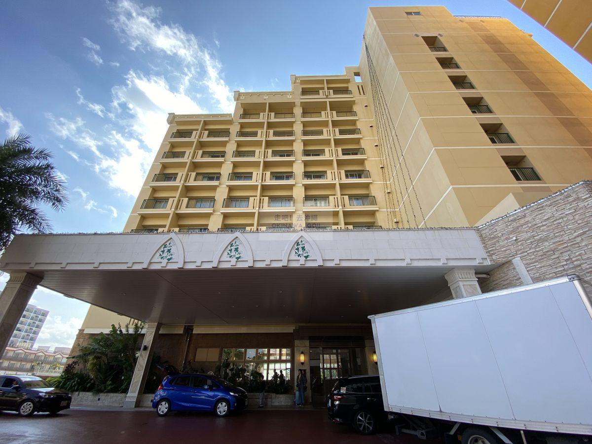 Vessel Hotel Campana Okinawa飯店開箱評價-大門口