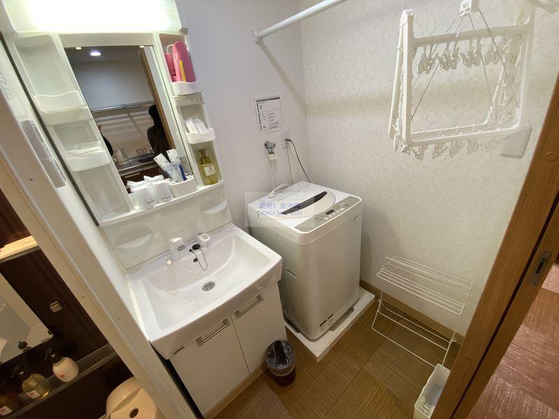 宇宙歌町站公寓-洗手台、洗衣機
